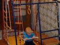 Маленькая детская комната для мальчика со спортивным уголком
