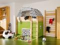 Манеж и спортивный уголок в детской комнате фото