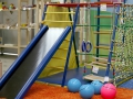 Полоса преград и спортивный уголок в детской комнате фото