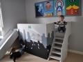 Спальное место и спортивный уголок в детской комнате фото