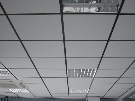 Потолочные плитки армстронг и другие варианты для потолка