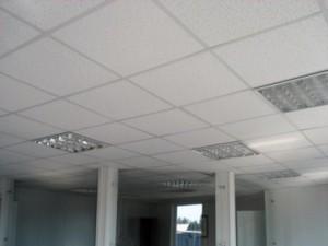 Потолочные плитки армстронг в офисе