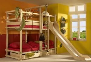 Детская шведская стенка с креплением к стене с кроватью