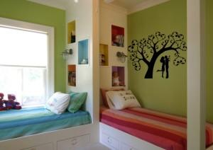 Красивое зонирование детской комнаты для мальчика и девочки под прямым углом
