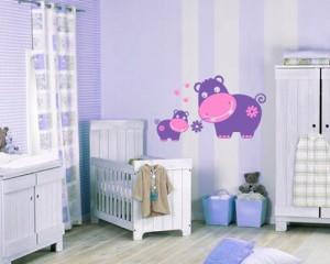 Приятные бегемотики-наклейки на обои в детскую комнату