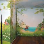 яркая роспись стен в детской комнате своими руками