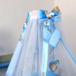 Красивый голубой балдахин на детскую кроватку