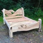 Кровать своими руками из дерева фото с изящным изголовьем