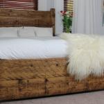 Кровать своими руками из дерева фото с красивой текстурой