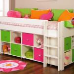 Небольшая, практичная детская кровать с ящиками для хранения
