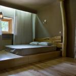 Подиум в квартире с выдвижной кроватью в стиле хай-тек