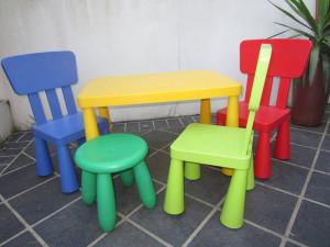 пластиковый детский стол и стул