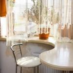 стол подоконник в детской фото 23