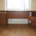 стол у окна в детской комнате фото 12