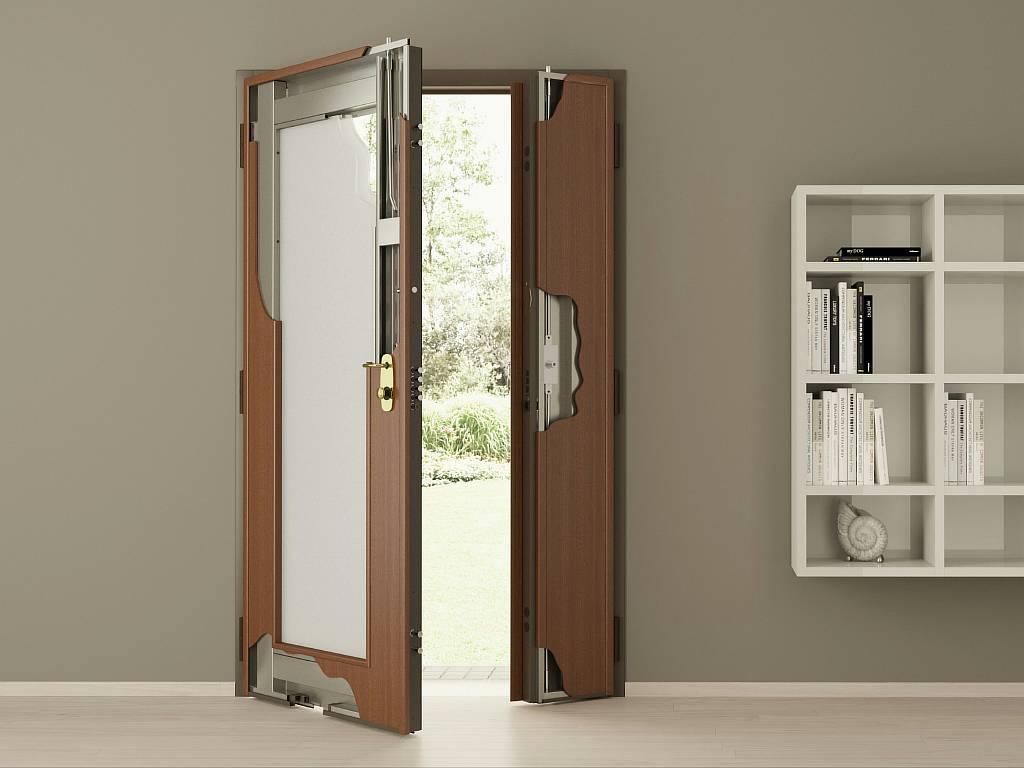 Отделка входной двери: что она скрывает