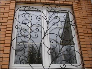Что лучше сварные или кованые решетки на окна
