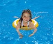 Детский бассейн на даче: польза для ребенка