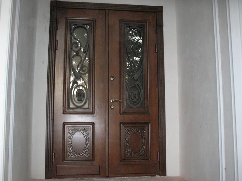 Внешний дизайн стальной входной двери