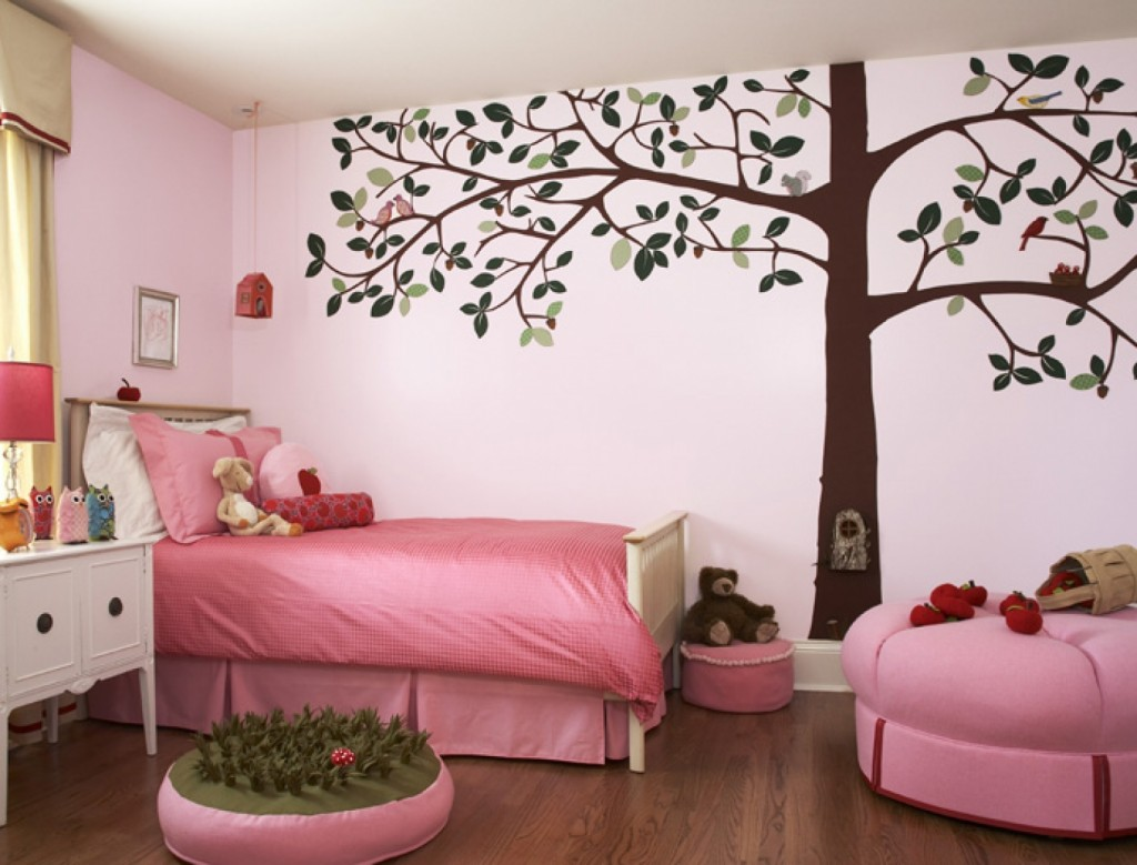 Деревья в интерьере детской комнаты