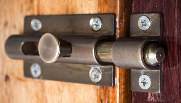 Засовы для двери