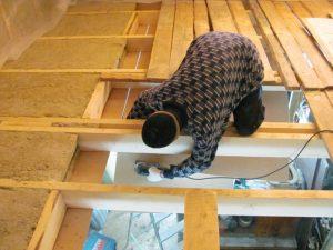 Как правильно утеплить потолок деревянного дома