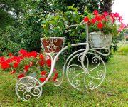Кованые цветочницы – модно и красиво