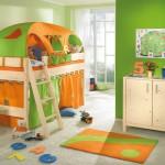 Яркий цвет в интерьере детской комнаты
