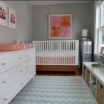 Простой интерьер узкой детской комнаты