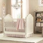 Светлый интерьер детской комнаты новорожденного