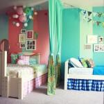 Яркий дизайн детской комнаты для двух девочек фото