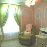 Зеленый цвет для штор в детскую комнату для девочки