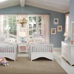 Светлый дизайн детской комнаты для двух мальчиков