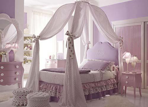 Практичная мебель для маленькой детской комнаты для девочки
