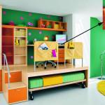 Детская кровать подиум с рабочей зоной яркой окраски