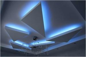 Габаритный потолок и светодиодная подсветка в детской