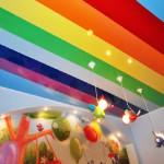Какой потолок сделать в детской комнате яркий или сдержанный