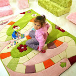 Контрастные ковры в детскую комнату для девочки развивающие