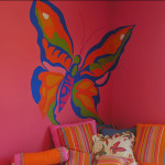 Роспись стен в детской комнате своими руками с помощью трафарета