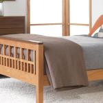 Аккуратная кровать своими руками из дерева фото