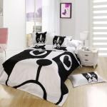 Черно-белые покрывала на кровать в спальню фото с собакой