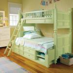 Деревянная детская кровать с ящиками для хранения