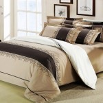 Красивое бежевое покрывало на кровать в спальню фото новинки