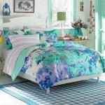 Нежно-голубое покрывало на кровать в спальню фото новинки