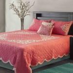 Нежное розовое покрывало на кровать своими руками фото