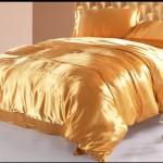 Шелковые красивые покрывала на кровать фото золотого цвета
