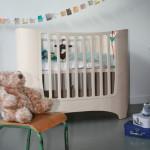 Цельная красивая кровать для ребенка 2 лет с бортиками