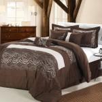 Темно-коричневое покрывало на кровать в спальню фото новинки