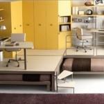 Яркая детская комната с подиумом и выдвижными кроватями