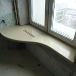 стол подоконник в детской фото 4