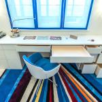 стол у окна в детской комнате фото 11